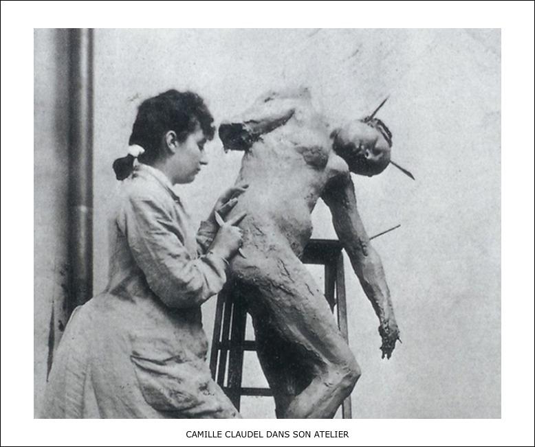 Camille Claudel dans son atelier