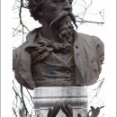 Jean-Baptiste Carpeaux – Buste de Carpeaux realise par Ernest Hiolle ornant sa tombe